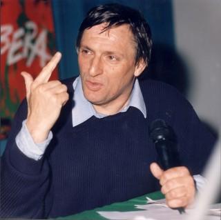 Don Luigi Ciotti fonda Libera